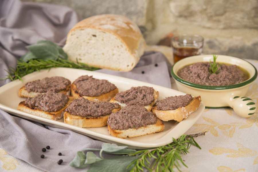 Crostini neri al vin santo – Toast metkippenlever